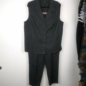 Laura Scott vtg suit vest sz 20w & pants sz 16w